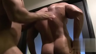 Gabbing bodybuilder blowjob and cumshot