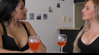 TU VENGANZA - Sensual latina chicks scissoring in the kitchen