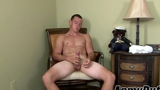 Hung soldier Phoenix River tugging cock with muscular paws